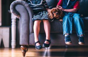 Consejos para limpiar debajo del sofá