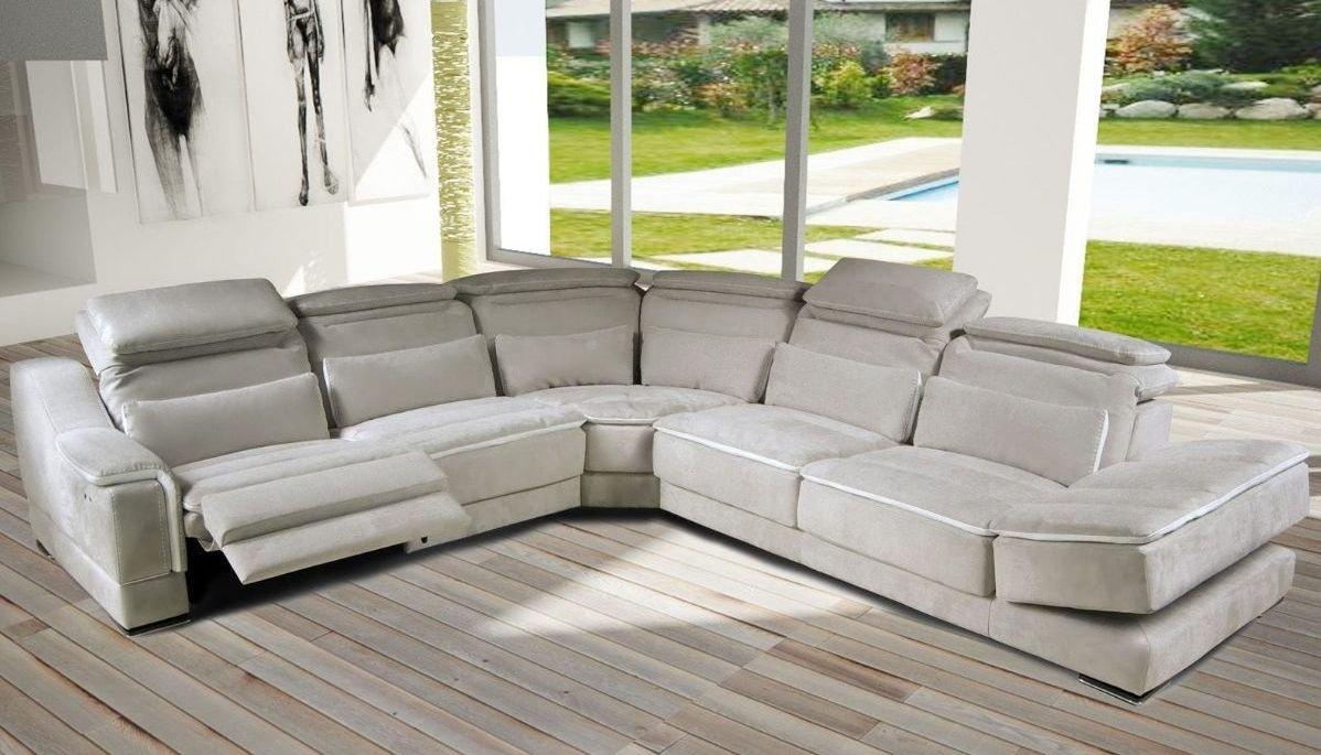 Sofá de 7 plazas y acabados elegantes