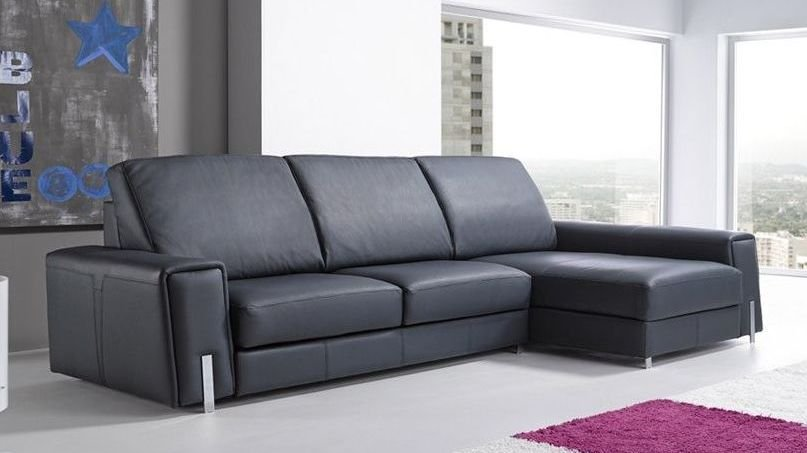 Sofá de cuero muy grande